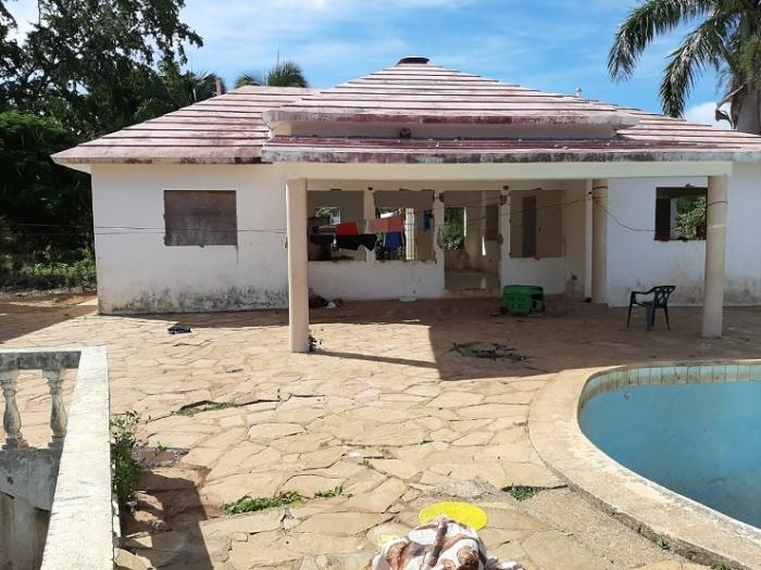 Sosua - 2 houses to finish plus pool on 5,900 m² for a price of 32 usd m2 for the plot only! Dominican Republic